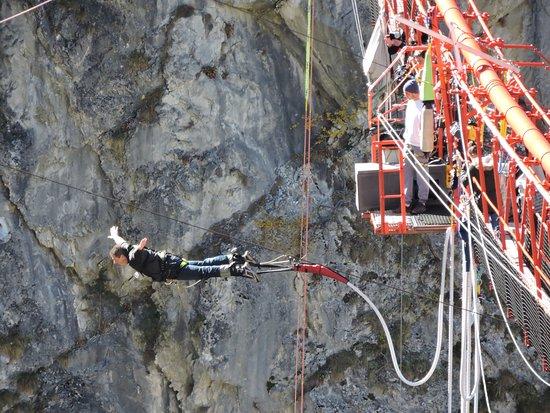 Chandolin, Svizzera: saut de l'ange, dans 180 mètres de vide... totalement contre nature...