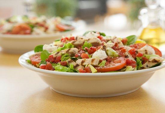Dublin, OH: Chicken Caprese Entrée Salad
