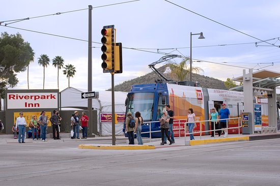 Arizona Riverpark Inn: Streetcar Stop Across from the Hotel