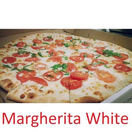 Southport, CT: White Margherita Pizza