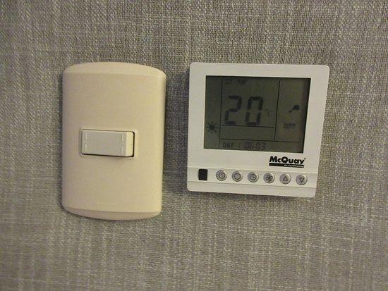 Radisson Hotel Decapolis Miraflores: Heater & AC Controls