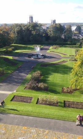 Kilkenny, Ireland: Beautiful parkland surrounds the castle.