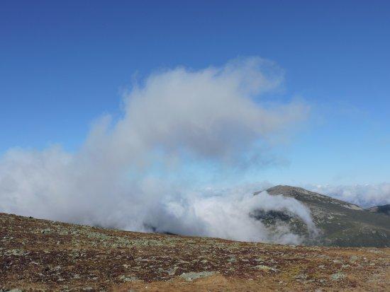 Gorham, Νιού Χάμσαϊρ: The sorrounding mountains half way up