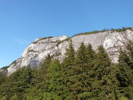 Squamish, Canada: Vu d'en bas ! Il fau monter, tout là haut ! ;)