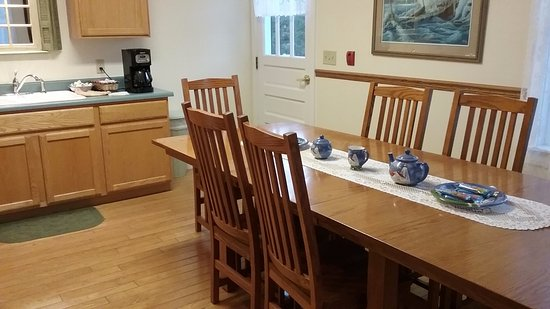 USCG Crews Quarters Accommodation: Kitchen was a nice gathering room, & kept clean.