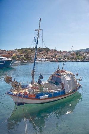 Dassia, Grecia: Fishing boat at Kassiopi