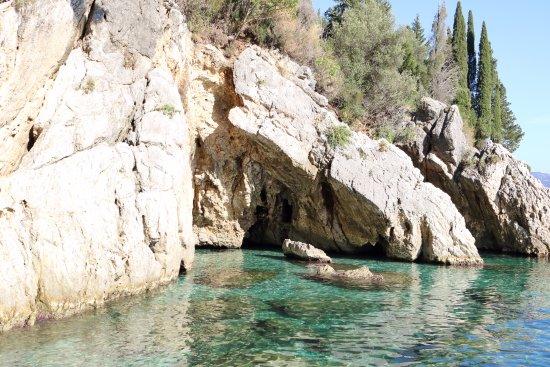Dassia, Grecia: Caves