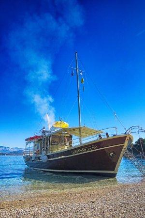 Dassia, Grecia: Cooking barbecue on the boat