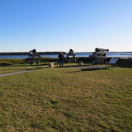 St. Andrews Blockhouse: The cannons overlooking the water
