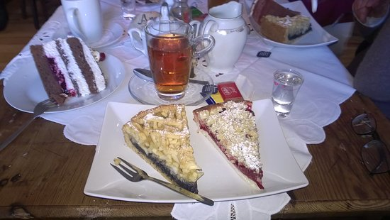 Wadern, Germany: Delicious cakes and a cup of tea