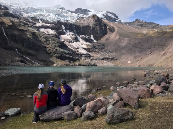 Apus Peru: Mountain Lake