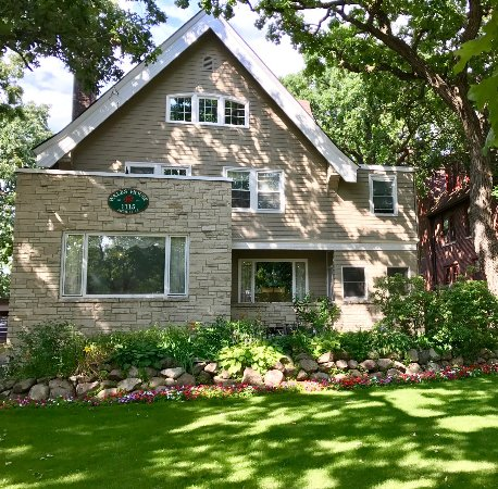 The Wales House: Your Minnesota home away from home
