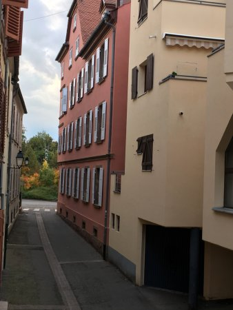 Le Rapp Hotel: The quiet side street looking out the window of Room 116.