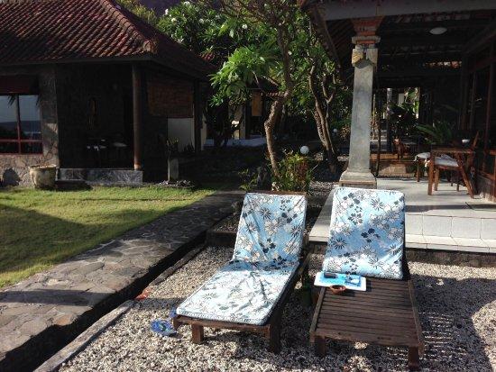 Temple Cafe & Seaside Cottages: Sunbeds