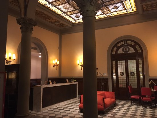 Separate dressing vanity area from shower and toliets - Porta rossa hotel florence ...