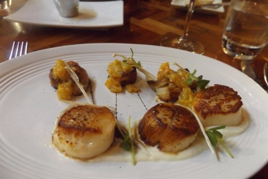 The Black Trumpet: Amazing scallops and orange pork belly appetizer