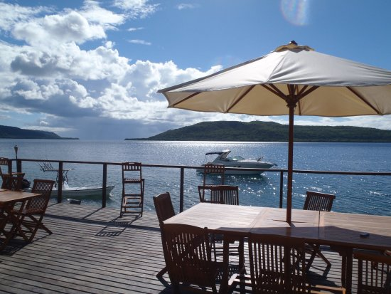 Wahoo Bar and Restaurant: The deck at Wahoo Bar Havannah Harbour Vanuatu