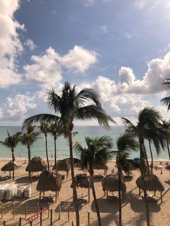 Sunny Isles Beach, FL: Beach view from the balcony