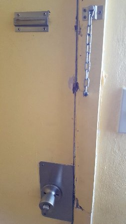 Knights Inn Hallandale: Door security didn't work. Slept with a chair jammed against it.
