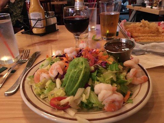 Highwood, Илинойс: Salad with shrimp