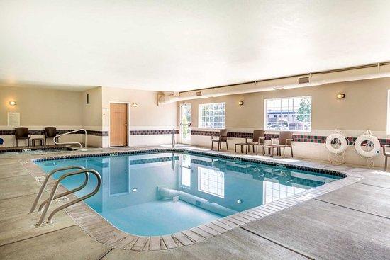 Yakima, WA: Indoor pool with hot tub