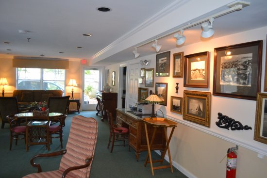 Gibson's Lodgings of Annapolis: Lobby or living room of one of three homes with rooms.