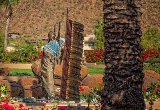 Paradise Valley, AZ: Dave McGary Statue