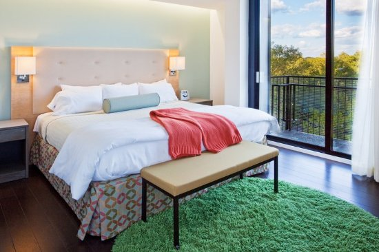 Athens, GA: King Bed Balcony Suite