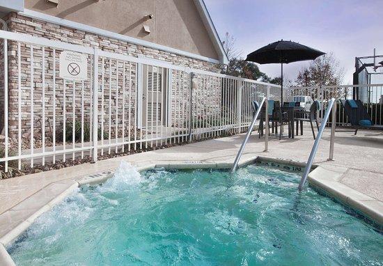 Residence Inn San Antonio North/Stone Oak: Outdoor Whirlpool