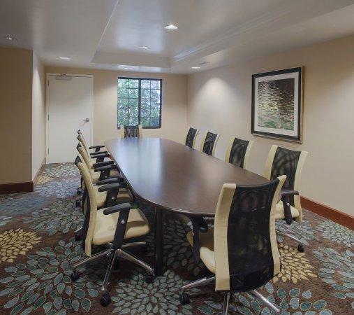 Fayetteville, AR: Boardroom