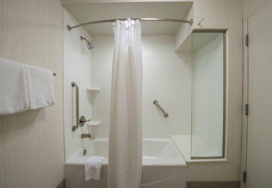Columbus, MS: Guest Bathroom – Shower