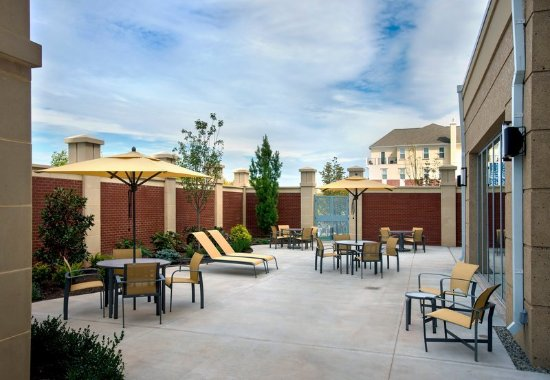 Lansdale, PA: Outdoor Courtyard