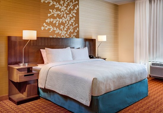 Coralville, IA: King Guest Room