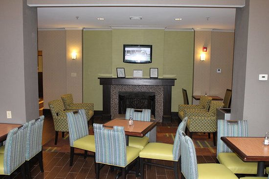 Holiday Inn Express Hotel & Suites Starkville: Breakfast Area