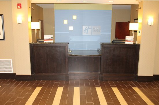 Holiday Inn Express Hotel & Suites Starkville: Hotel Lobby