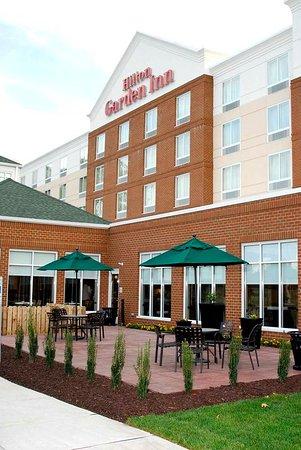 Outdoor Picnic Area Picture Of Hilton Garden Inn Hampton Coliseum Central Hampton Tripadvisor