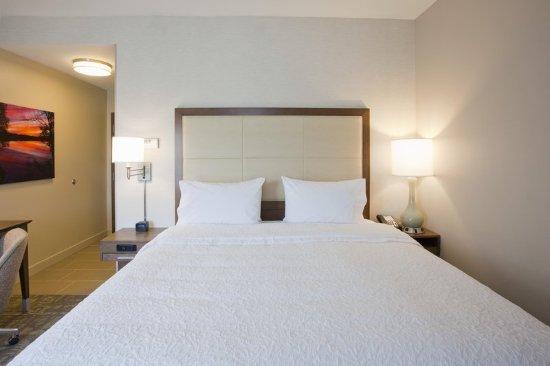 Spicer, MN: Comfy King Bed