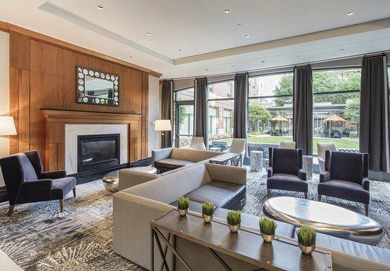 Brookline, MA: Lobby Seating Area