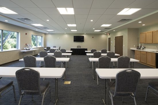 LaPorte, IN: Large Banquet Room that Accommodates 75