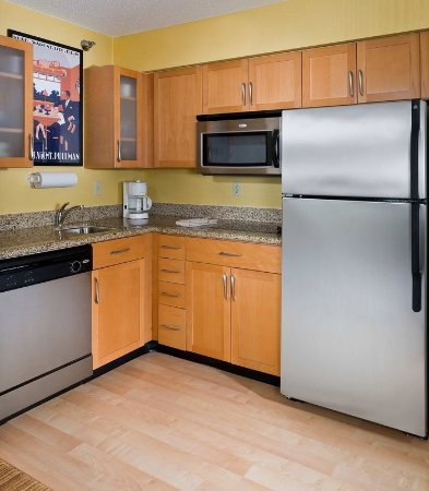 Peoria, IL: Suite – Kitchen