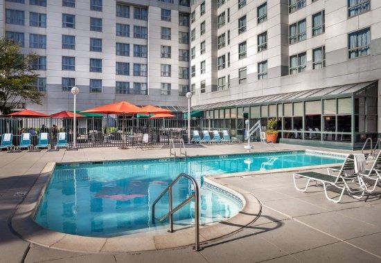 Deerfield, IL: Outdoor Pool