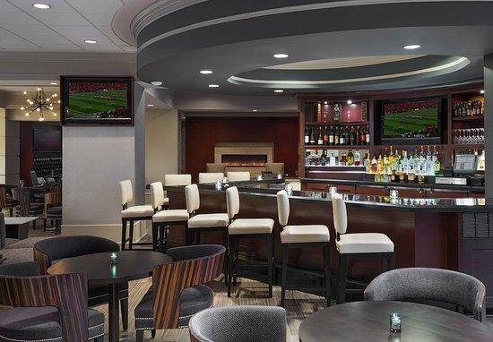 Deerfield, IL: Parkway Grill - Bar