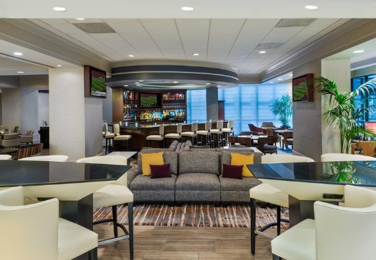 Deerfield, IL: Parkway Grill - Lobby