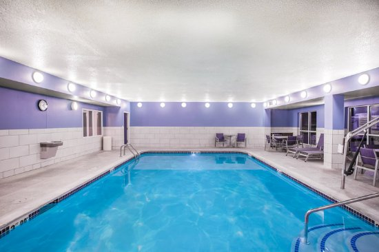 Bellevue, NE: Guests love our newly-renovated pool and whirlpool area!
