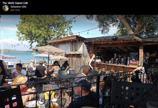 Wolfe Island, Kanada: Large sheltered patio with live music
