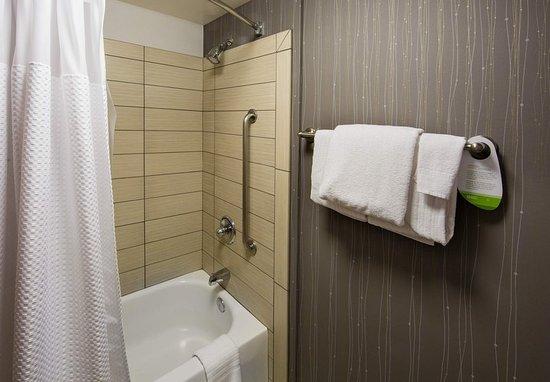 Tigard, Oregón: Queen/Queen Guest Bathroom