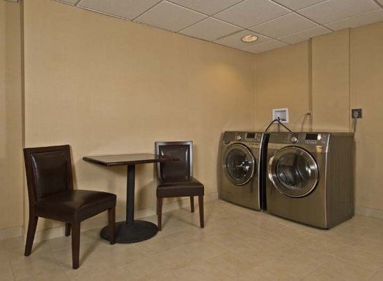 Orangeburg, NY: Laundry facility