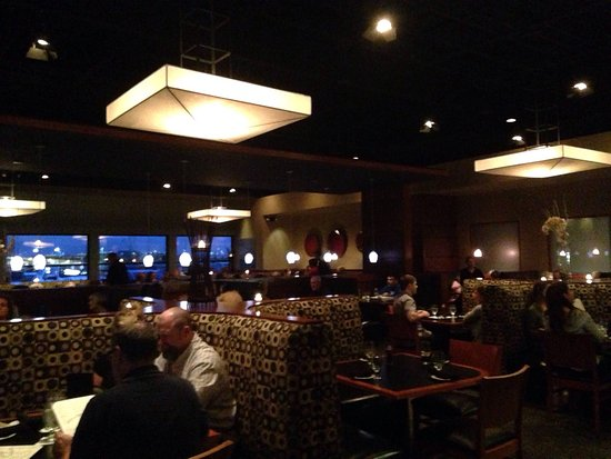 Baxter's American Grill: Packed house Sat night