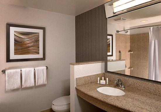 Farmington, CT: Guest Bathroom