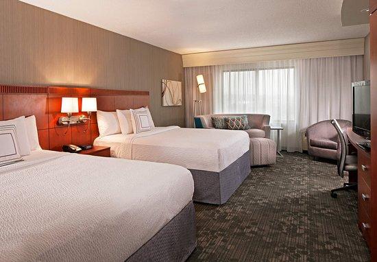 Farmington, CT: Extended Queen/Queen Guest Room